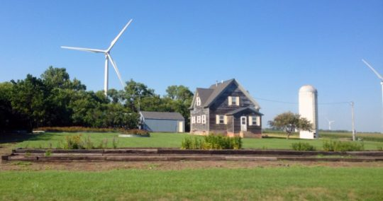iowa-turbines-farmhouse
